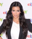Kim Kardashian (Ким Кардашьян) - Страница 5 Th_88757_KimKardashian_shops_at_the_eBay_Holiday_Store_28_122_1003lo