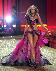 Maryna Linchuk sexy lingerie Victoria's Secret Fashion Show