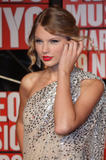 http://img195.imagevenue.com/loc1122/th_04102_21_Taylor_Swift_arrives_at_the_2009_MTV_VMA2_122_1122lo.jpg