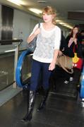Nov 16, 2010 - Taylor Swift - Narita International Airport In Japan (57 HQ pics) Th_22692_tduid1721_Forum.anhmjn.com_014_122_164lo
