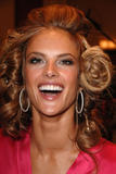 th_97019_fashiongallery_VSShow08_Backstage_AlessandraAmbrosio-62_122_189lo.jpg