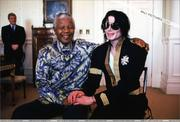 23 Mar 1999 Michael visits Nelson Mandela in Cape Town, South Africa. Th_450533690_008_25_122_365lo