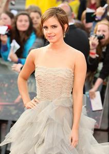 Эмма Уотсон, фото 564. Actress Emma Watson attends the World Premiere of Harry Potter and The Deathly Hallows - Part 2 at Trafalgar Square on July 7, 2011 in London, England., photo 564