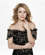 http://img195.imagevenue.com/loc519/th_513698633_Emma_Roberts_Mike_Ruiz_Photoshoot_2007_5_122_519lo.jpg